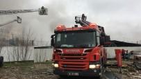 EYÜP SULTAN - İstanbul'da Kalıp Fabrikasında Yangın