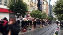 İZİNSİZ GÖSTERİ - Kadıköy'de İzinsiz Toplanmaya Gözaltı