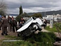 MAVIKENT - Kumluca'da Trafik Kazası Açıklaması 2 Yaralı