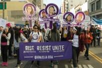 ÇEVRE YOLLARI - Los Angeles'ta Kadınlar Donald Trump'ı Protesto Etti