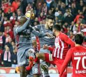 ATİBA HUTCHİNSON - Süper Lig Açıklaması Antalyaspor Açıklaması 1 - Beşiktaş Açıklaması 1 (İlk Yarı)