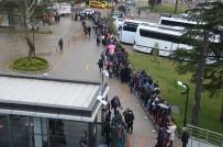 TELEFERIK - Uludağ'da Kar Yolları Kapadı, Tatilciler Teleferiğe Hücum Etti