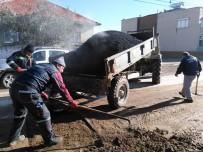 GÖKHAN KARAÇOBAN - Alaşehir'in Mahallelerinde Asfalt Yama Çalışması Devam Ediyor