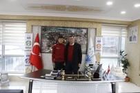 VEZIRHAN - Başkan Duymuş Şampiyon Olan Sporcuyu Tebrik Etti