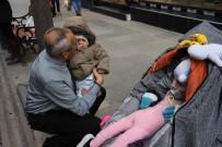 CANSIZ MANKEN - Bebek Arabasında İlginç Şov