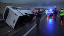EVLİYA ÇELEBİ - Beşiktaş Taraftarını Taşıyan Otobüs Refüje Devrildi Açıklaması 8 Yaralı