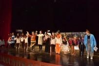ŞEYH EDEBALI - Bilecik Şehir Tiyatrosu Oyuncularından Çocuklara Muhteşem Tiyatro Oyunu