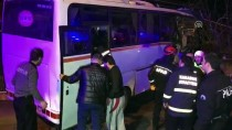 SERVİS OTOBÜSÜ - İşçi Servisi Eve Çarptı Açıklaması 4 Ölü, 2 Yaralı