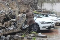 HASAR TESPİT - İstinat Duvarı Çöktü, 4 Araç Zarar Gördü