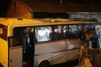 SERVİS OTOBÜSÜ - Karabük'teki Trafik Kazası