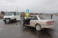 YOLCU MİNİBÜSÜ - Tavşanlı'da Trafik Kazası Açıklaması 1 Ölü 3 Yaralı