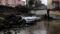 HÜRRİYET MAHALLESİ - Tekirdağ'da Sitenin İstinat Duvarı Çöktü