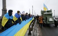 İNSAN ZİNCİRİ - Ukrayna Birlik Gününü Kutluyor