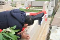 GENÇLERBIRLIĞI KULÜBÜ BAŞKANı - Ümit Özat İlhan Cavcav'ın Mezarını Öptü