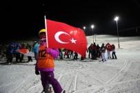 DAVUT GÜL - Yıldız Dağı'nda Türk Bayraklarıyla Meşaleli Kayak