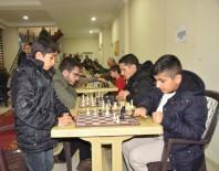 SATRANÇ TURNUVASI - Ağrı'da Ödüllü Satranç Turnuvası Başladı