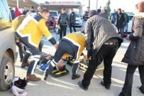 KIRLANGIÇ - Ayvalık'ta Panelvan İle Servis Motosikleti Çarpıştı Açıklaması 1 Ağır Yaralı