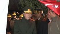 DENIZ KUVVETLERI KOMUTANı - Genelkurmay Başkanı Orgeneral Akar'dan, Şehit Evine Taziye Ziyareti