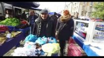 ZEKİ MÜREN - Halk Pazarına Şarkılarıyla Neşe Katıyor