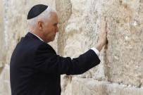 MİKE PENCE - Pence, Ağlama Duvarını Ziyaret Etti