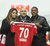 ROBERTO CARLOS - Sivasspor, Robinho İle 1,5 Yıllık Sözleşme İmzaladı