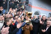ARSLANBEY - Arslanbey'in Kupası Başkan Üzülmez'den