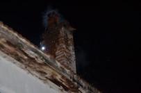 HUZUR MAHALLESİ - Bacada Çıkan Yangın Korkuttu