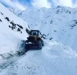 MURAT ŞENER - Beytüşşebap'ta Kar Esareti