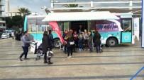 YAŞ SINIRI - Gezici Kütüphane Kent Meydanında Hizmet Vermeye Başladı