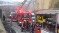 FERRARI - İtalyan Lisesi'ne Ait Binada Yangın Paniği