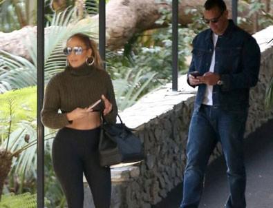 Jennifer Lopez yıllara meyda okuyor