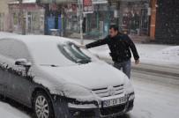 KÜMBET - Kars'ta Yoğun Kar Yağışı Etkili Oluyor