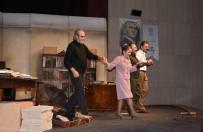 BÜLENT EMİN YARAR - 'Profesyonel' İsimli Tiyatro Oyunu Afyonkarahisar'da Sahnelendi