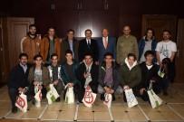 YAZ OKULU - Şampiyonluk Kupasını Başkan Ataç'a Hediye Ettiler