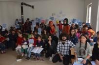 Üniversite Öğrencilerinden Ezidi Çocuklara Hediyeler Dağıtıldı