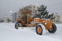 AKŞEHİR BELEDİYESİ - Akşehir Belediyesinden Kar Temizliği Çalışmaları