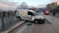 İTFAİYE MÜDÜRÜ - Buzlanan Yolda Otomobiller Kaza Yaptı