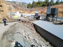 KÖMÜR MADENİ - Denizli'de Kömür Madeninde Göçük Açıklaması 1 Ölü, 1 Yaralı