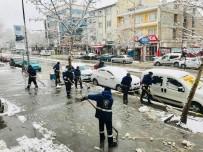 Erzincan Belediyesinin 24 Saatlik Kar Mesaisi