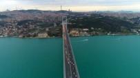 İSTANBUL BOĞAZI - İstanbul Boğazı Turkuaza Boyandı