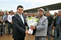 HAKAN TÜTÜNCÜ - Kepez'in İşçileri Yeni Yılın İlk İkramiyesini Aldı