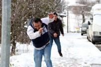 TIR ŞOFÖRÜ - Sakarya'da Beklenen Kar Yağışı Etkisini Gösteriyor