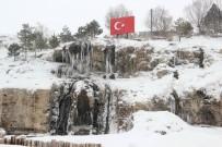 PAŞABAHÇE - Sivas'ta Şelale Buz Tuttu