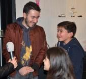 Enes Batur - Youtuber Enes Batur'a Küçük Hayranlarından Yoğun İlgi