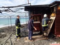 TOSMUR - Alanya'da Büfe Yangını Korkuttu