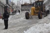 KAR TEMİZLEME - Başkale Belediyesinden Kar Temizleme Çalışması