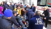 AKBELEN - Edremit'te Motosiklet Kamyonetle Çarpıştı Açıklaması 1 Ağır Yaralı