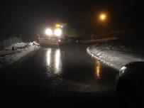 ÜNİVERSİTE KAMPÜSÜ - Kar Ekipleri Köy Yollarını Açık Tutuyor
