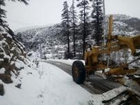 KAR TEMİZLEME - Mersin'in Yüksek Kesimlerinde Yoğun Kar Yağışı