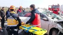 İZZET BAYSAL DEVLET HASTANESI - Otomobil İle Tır Çarpıştı Açıklaması 5 Yaralı